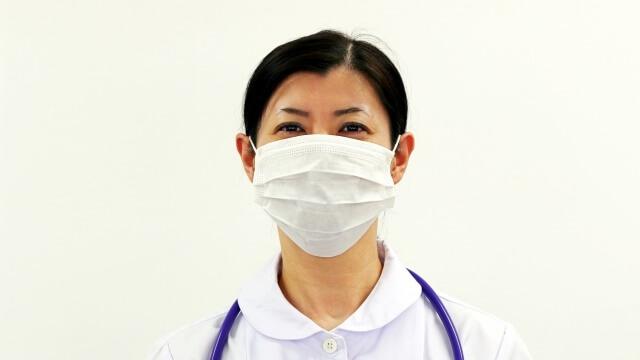 マスクをしている看護師